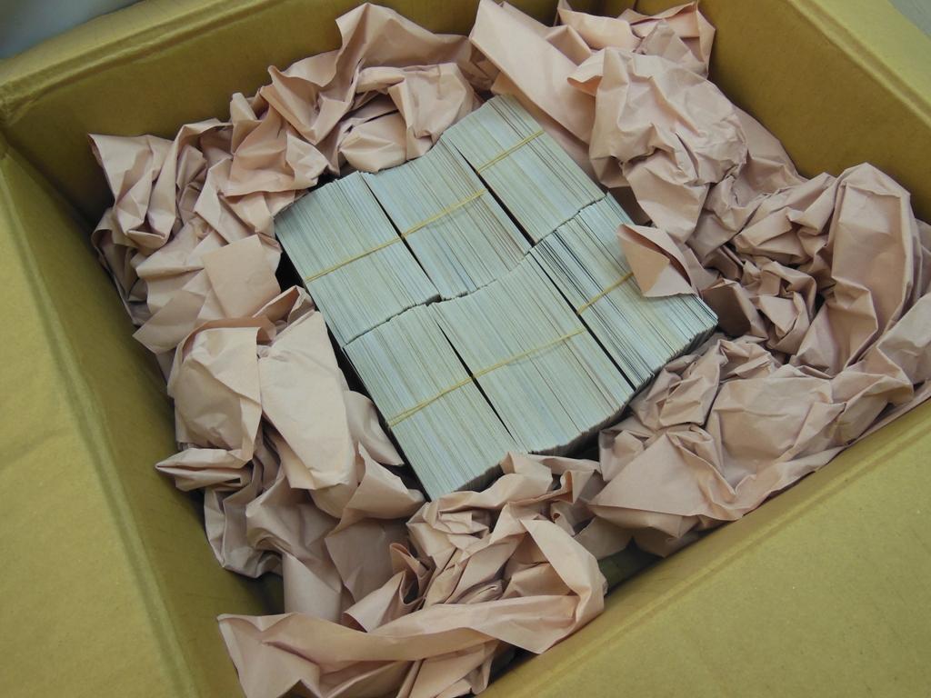 ダンボールと商品に隙間がある場合は新聞紙などで隙間を詰めてお送り下さい